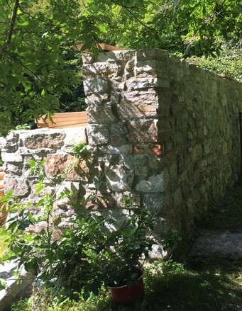 Landscape stone wall construction